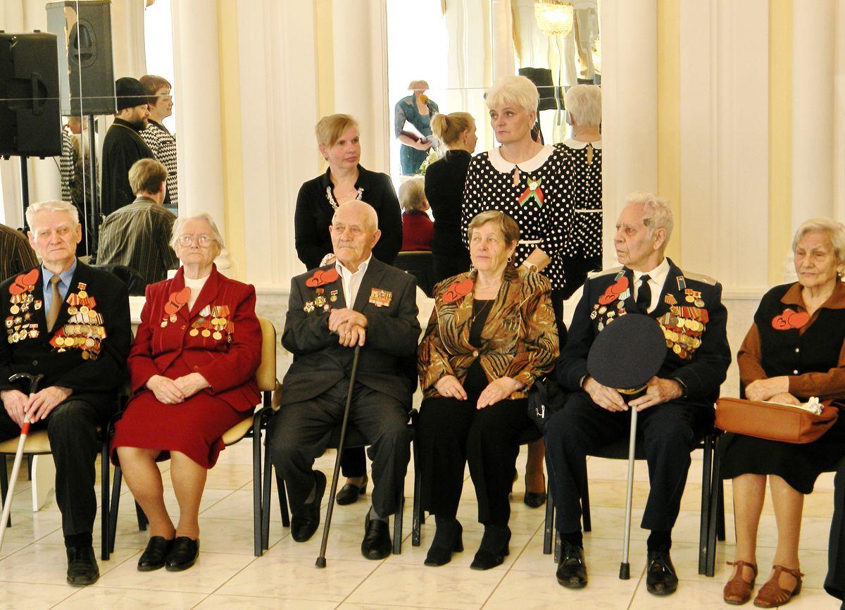 В Барановичском ЗАГСе чествовали семейные пары ветеранов.фото: Наталья СЕМЕНОВИЧ