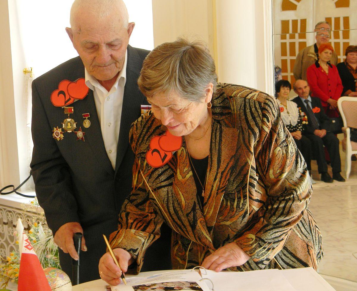 Александр и Екатерина Александровы идут по жизни вместе 45 лет. фото: Наталья СЕМЕНОВИЧ