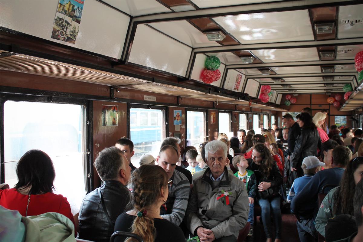 В вагонах поезда было многолюдно