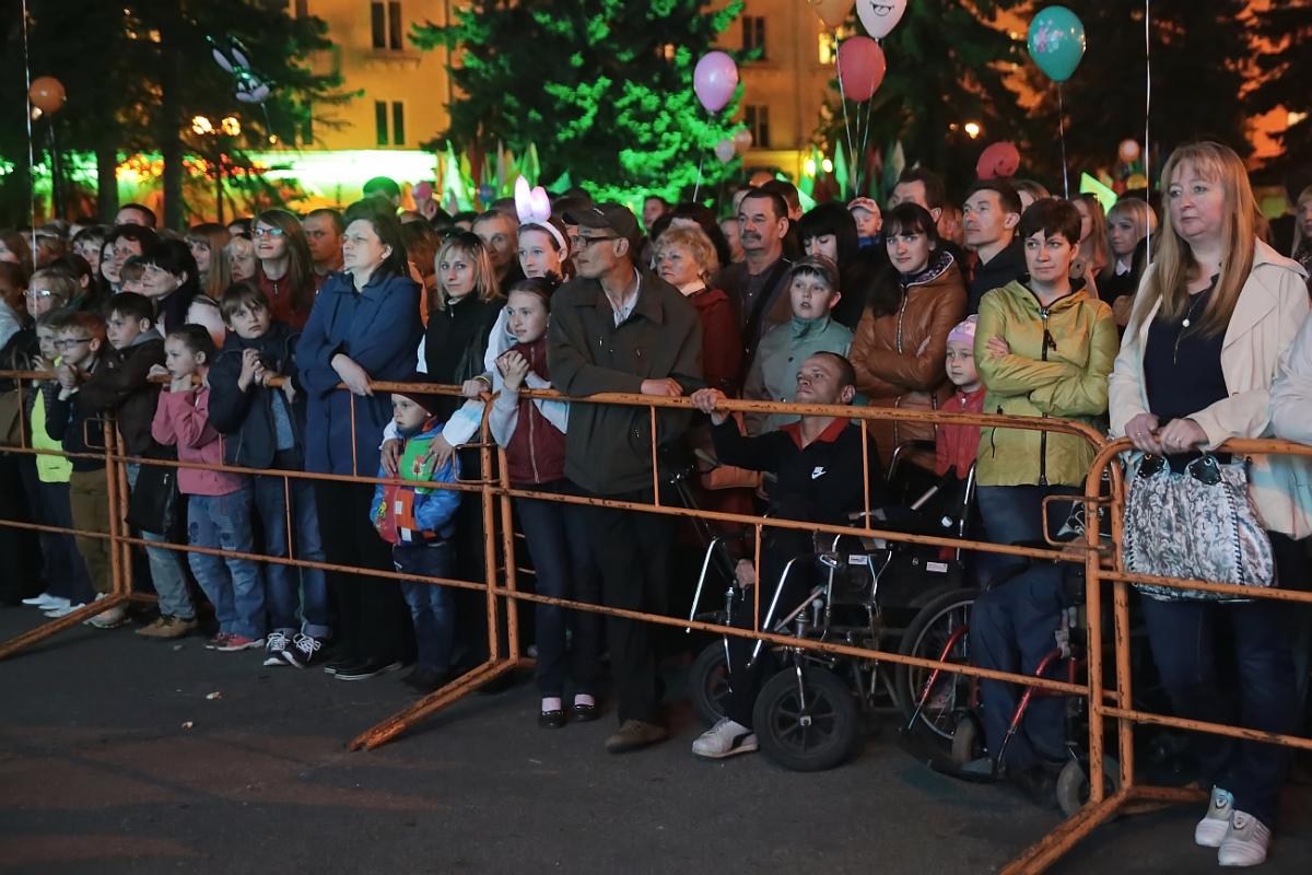 Концертная программа на площади им.Ленина. фото: Дмитрий МАКАРЕВИЧ