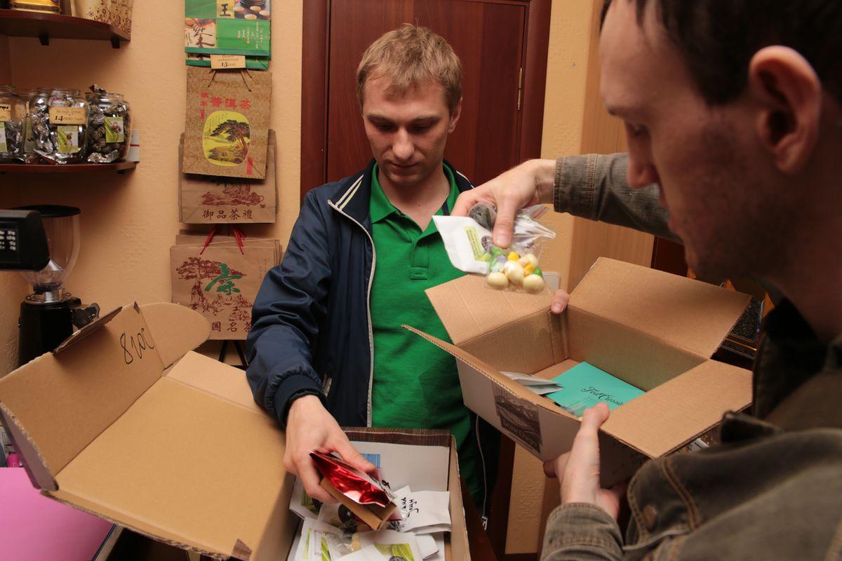 В коробку инициаторы положили множество самых разных сортов чая: от пуэров до ройбуша.