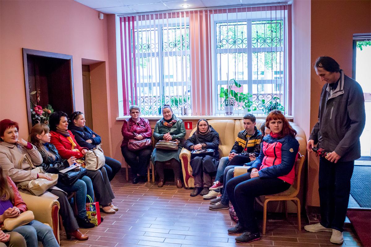 Посетители музея с удовольствием слушали исполнение знакомых песен