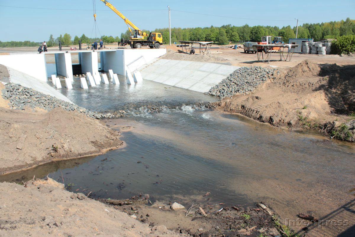 Планируется, что процесс заполнения водой, начатый 19 мая, займет около двух недель. Фото: Юрий ПИВОВАРЧИК