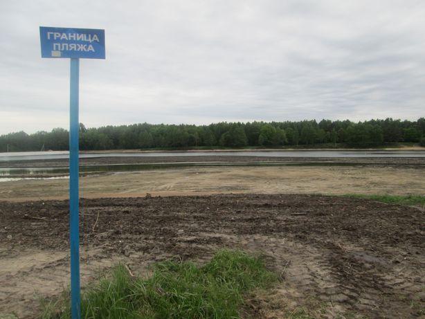 Часть пляжа еще не благоустроена. Фото: Татьяна НЕКРАШЕВИЧ