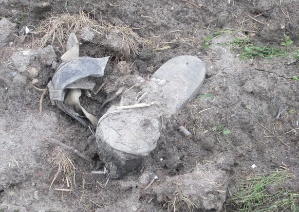 Еще не везде убрали мусор. Фото: Татьяна НЕКРАШЕВИЧ