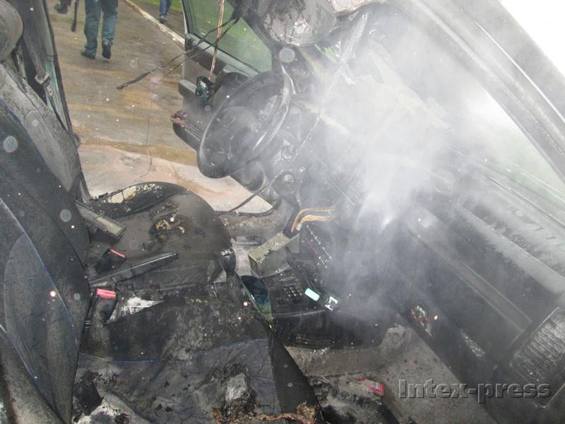 Пожар повредил салон машины...