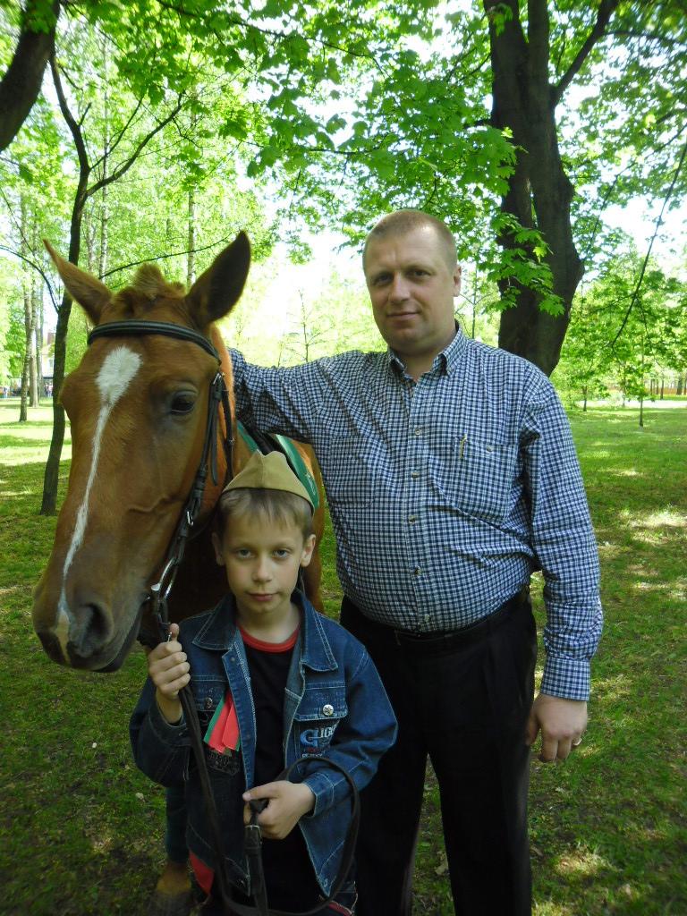 Николай Лукашик с сыном Романом.
