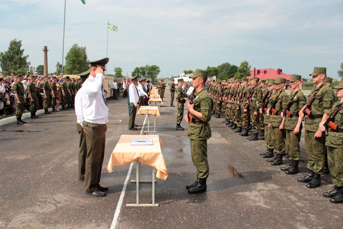 Новобранцы принимают военную присягу