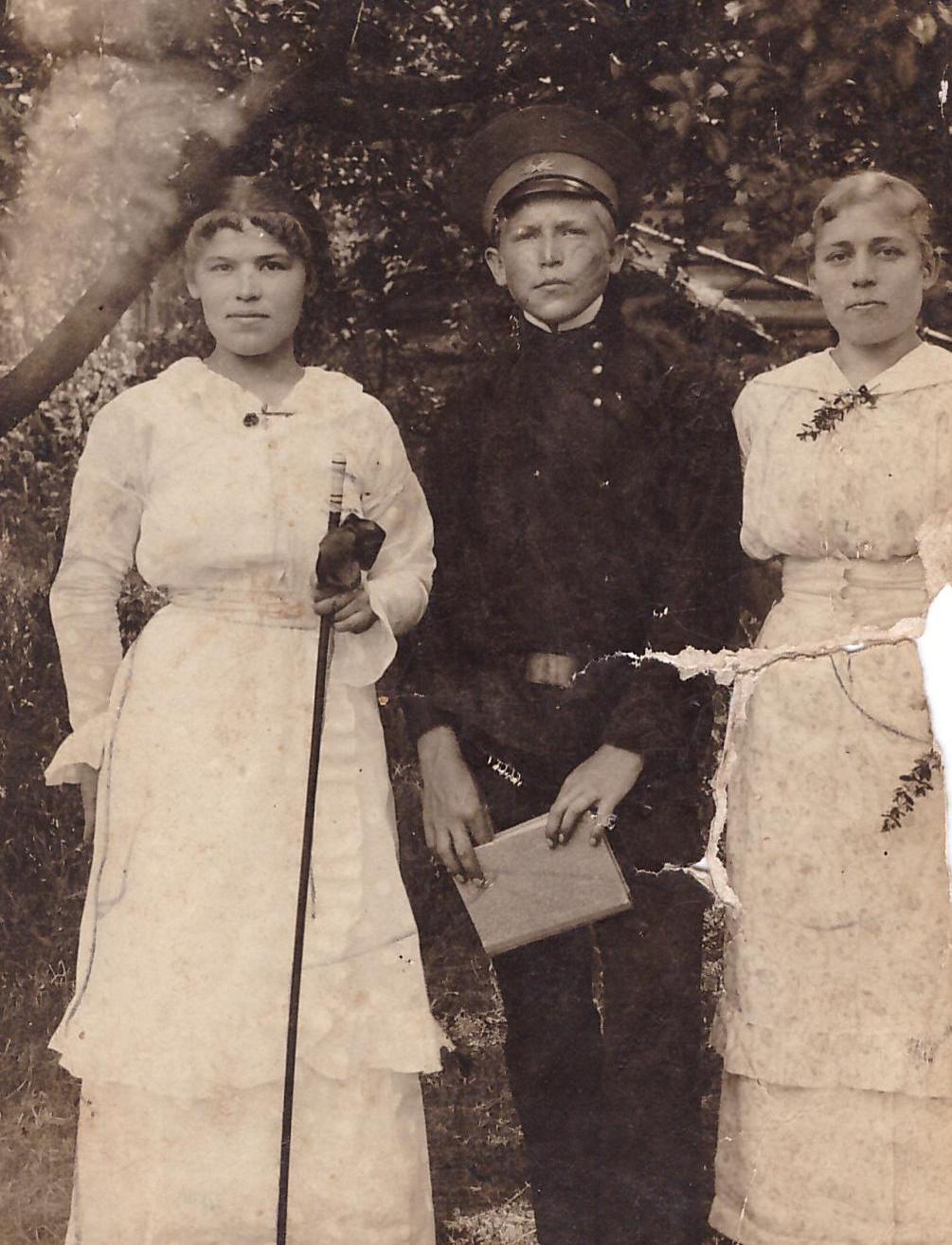 Язэп Вількоўскі з сёстрамі Вольгай і Верай, 1914 г