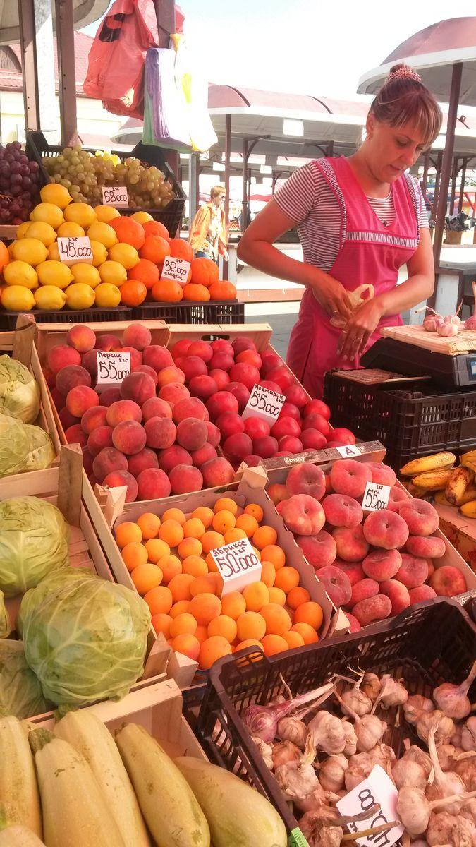 Персики и абрикосы за две недели подешевели в среднем на 5 тысяч рублей.