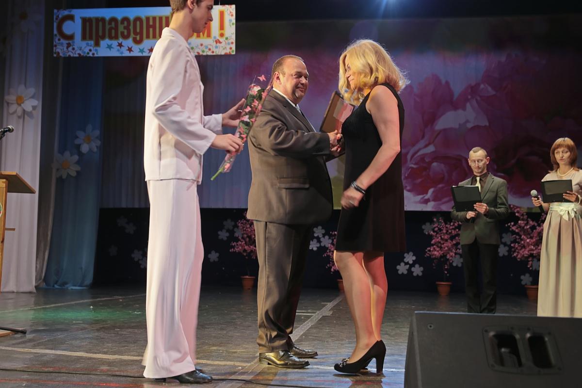 Грамоту Барановичского городского исполнительного комитета получила Елена Буйкевич, заведующий пульмонологическим отделением городской больницы.