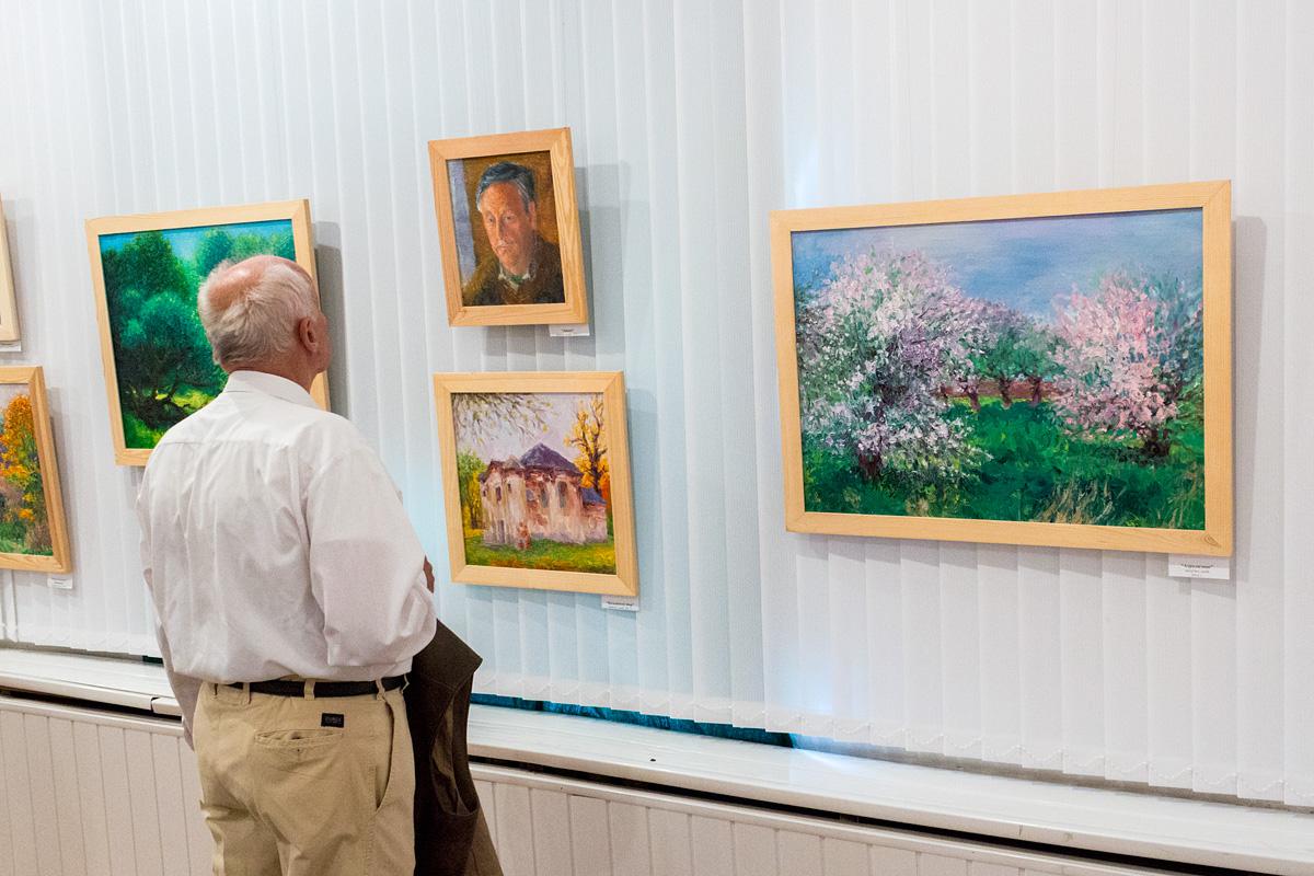 Выставку посетил художник Иосиф Голяк