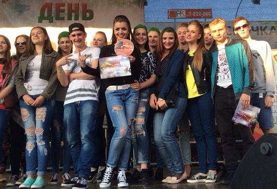 Танцоры школы сразу после победы на отборочном туре конкурса Огонь танца