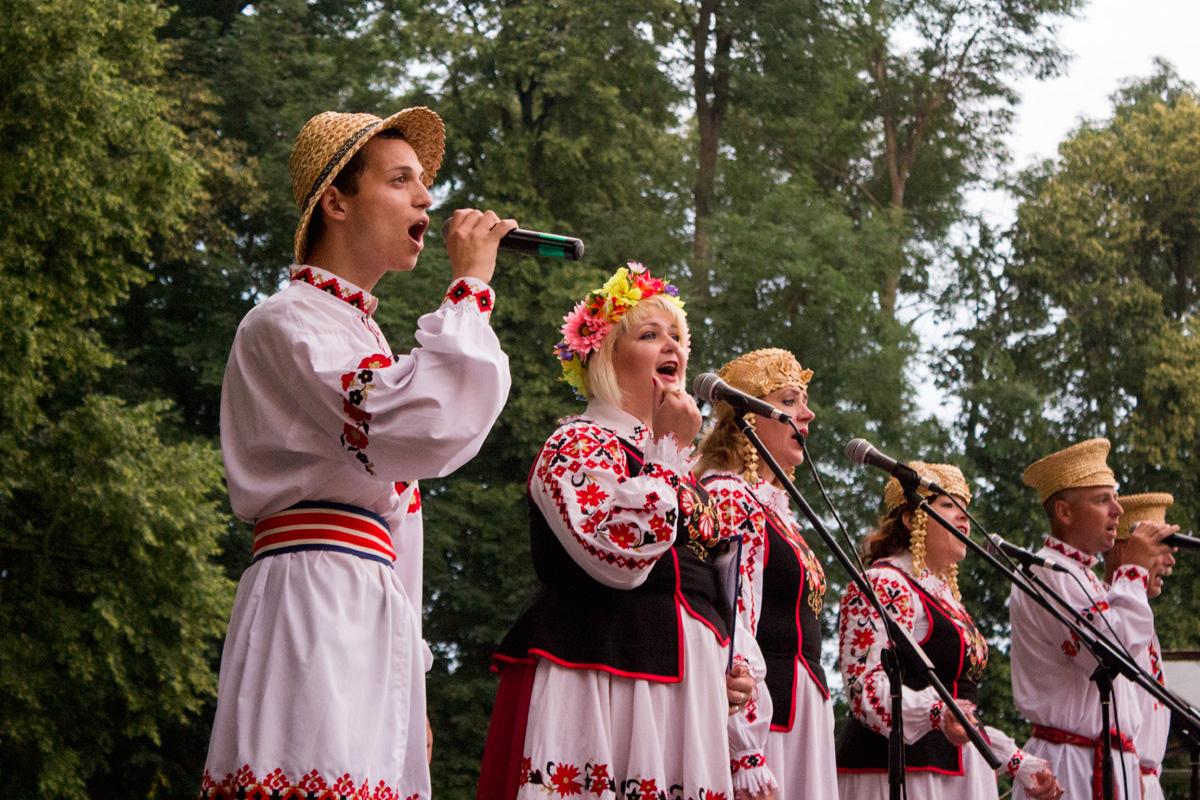 Выступает ансамбль народной песни «Крушына».