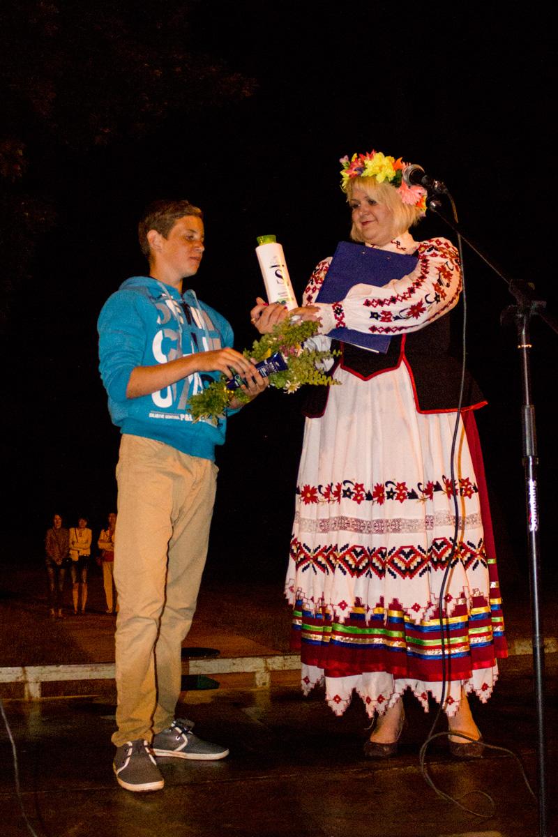 Сергей Антончик, учащийся Крошинской школы, нашел импровизированную папараць-кветку.