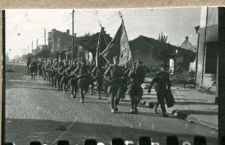 Советские войска вступают в город Барановичи.  Фото: Копыт Е. (РГАКФД)