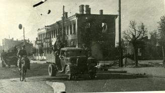 Вид одной из улиц освобожденного города Барановичи, 10.07.1944 г. Фото: Копыт Е. (РГАКФД)
