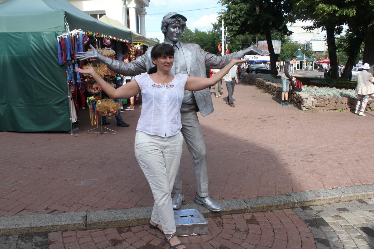 Гости могли сфотографироваться с живыми статуями.