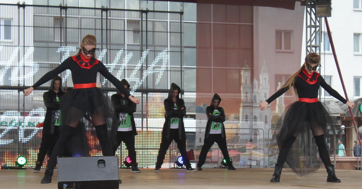 ANANKO DANCE SCHOOL на конкурсе в Витебске во время выступления.