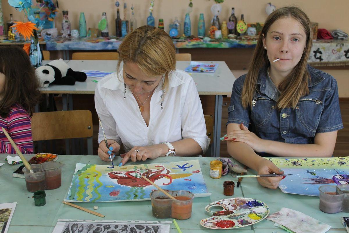 Татьяна Дерман и ее герой - осьминог. Фото: Катя ГЕТЦ