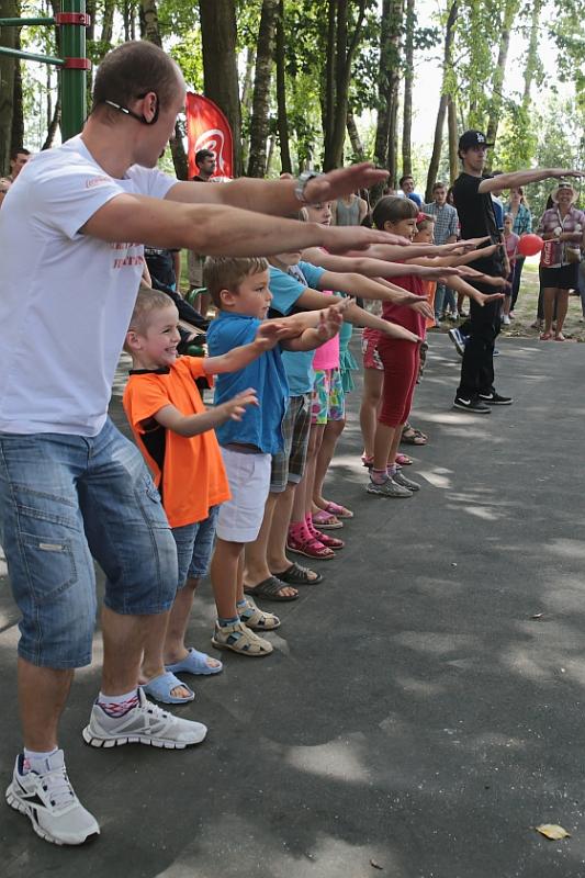 Конкурсы проводились и среди самых маленьких зрителей.