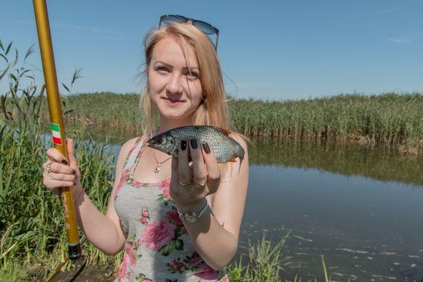 Половить рыбу пробовали не только участники соревнований, но и зрители. Фото:Владимир Тимощик.
