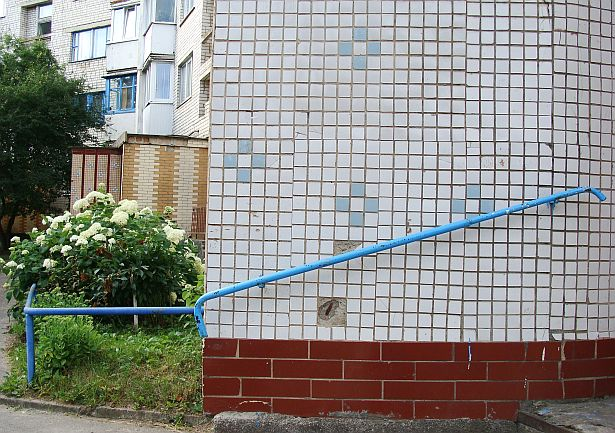 Мазаічныя афармленні пад'ездаў жылых дамоў па вул. Жукава і вул. Наканечнікава. Канец 70-х - пачатак 80-х гадоў.
