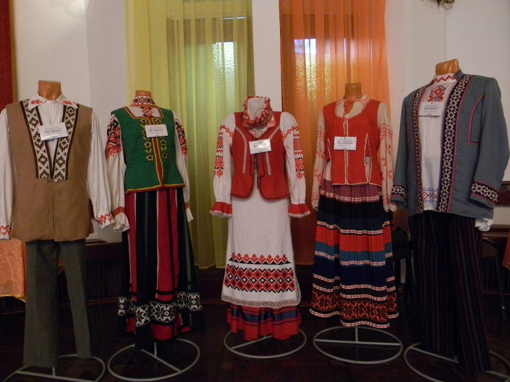В музее собрано около 60 сценических костюмов. Фото: Елена ПОЛЯКОВА.