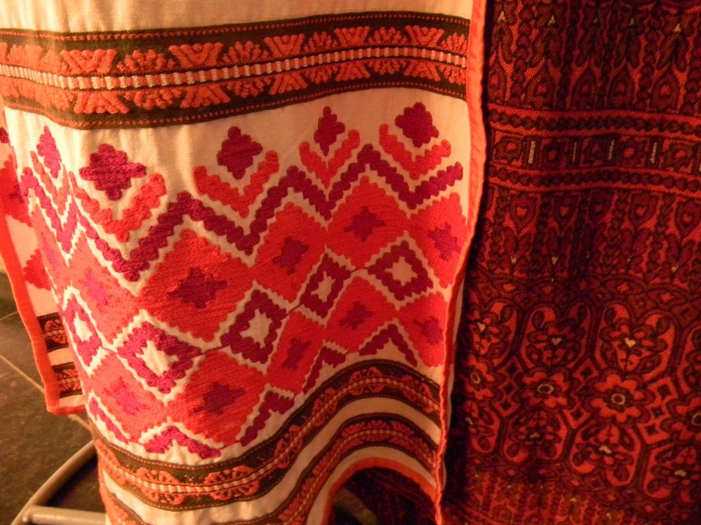 Иногда ткани создавали специально для костюма. Фото: Елена ПОЛЯКОВА.