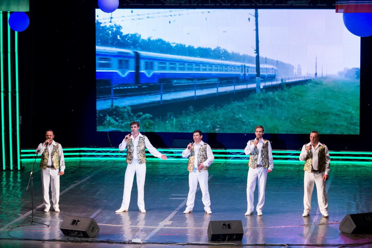 Выступает ансамбль народной песни и музыки «Прымаки»