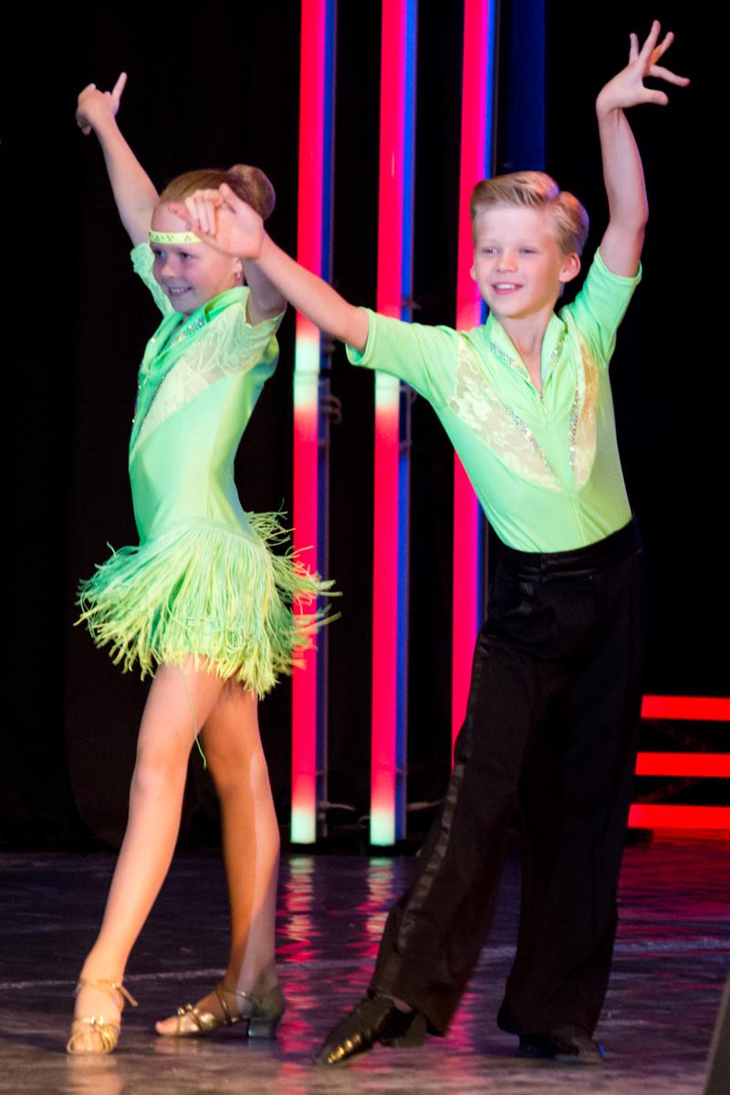 Хореографическую композицию «Латиноамериканские танцы» исполняет ансамбль современного бального танца «Фиеста»