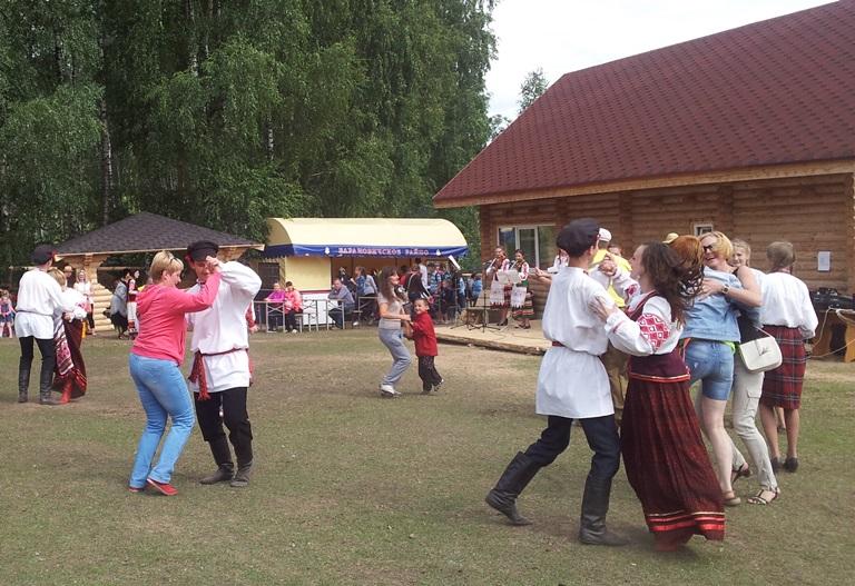 Интерактивные игры и танцы никого не оставили равнодушными. Фото:Татьяна НЕКРАШЕВИЧ