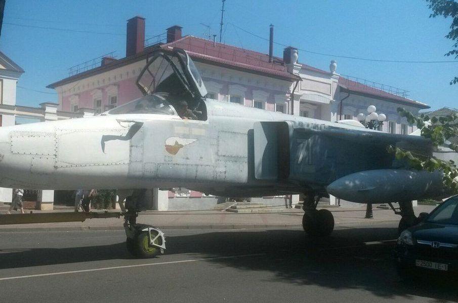 Под кабиной, на фюзеляже самолета можно рассмотреть знак, который применялся на советских боевых самолетах, содержание которых оценивалось на «отлично». Фото: Ольга ШИРОКОСТУП