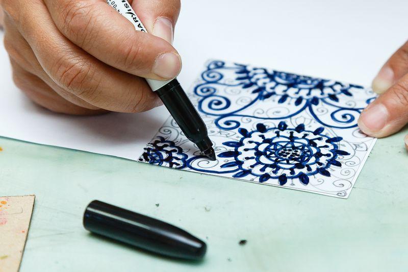 При рисовании важно отключить логику и мышление. Фото: Александр КОРОБ.