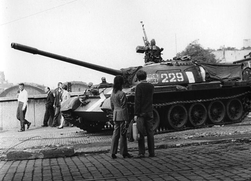 Танкі на вуліцах Прагі, 1968 год. Фота: František Dostál https://commons.wikimedia.org