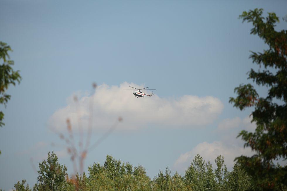 Президентский вертолет над территорией БПХО идет на посадку.
