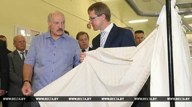 Александр Лукашенко и директор БПХО Иван Турчак. Фото: БЕЛТА.