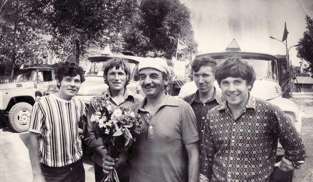 Анатоль Кунцэвіч, Генадзь Руцкі, Анатоль Ціхінскі, Фёдар Новік, Мікалай Рабцэвіч  (злева направа) пасля  вывазу снарадаў з горада, 25 мая 1979 года.