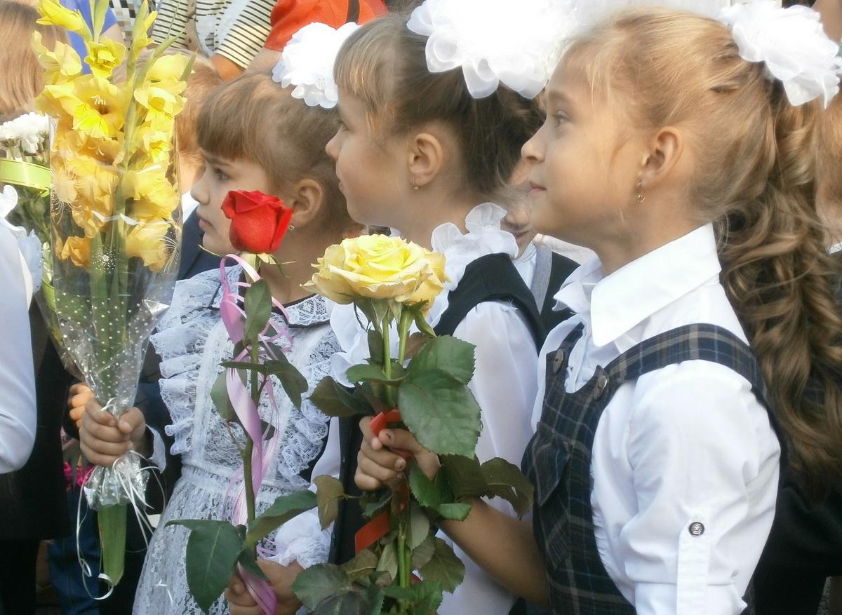 Торжественная линейка в школе № 12 г. Барановичи. Фото: Наталья СЕМЕНОВИЧ