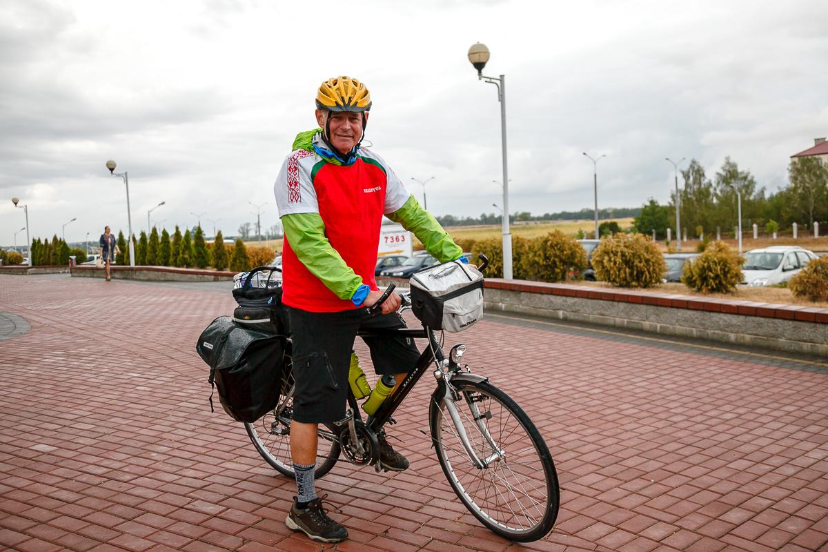 69-летний швед Томас Стром приехал в Барановичи 4 сентября. Фото: Александр КОРОБ