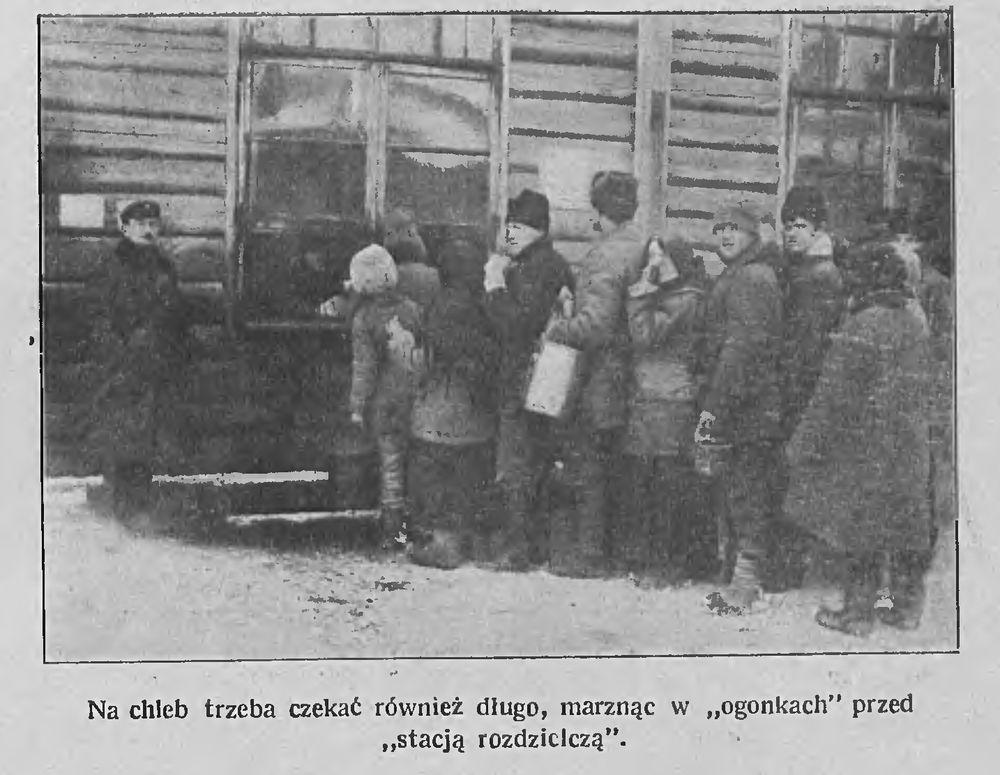Хлеб даводзіцца чакаць, доўга мерзнучы ў чарзе. Фота: Tygodnik Illustrowany, 1922, №6