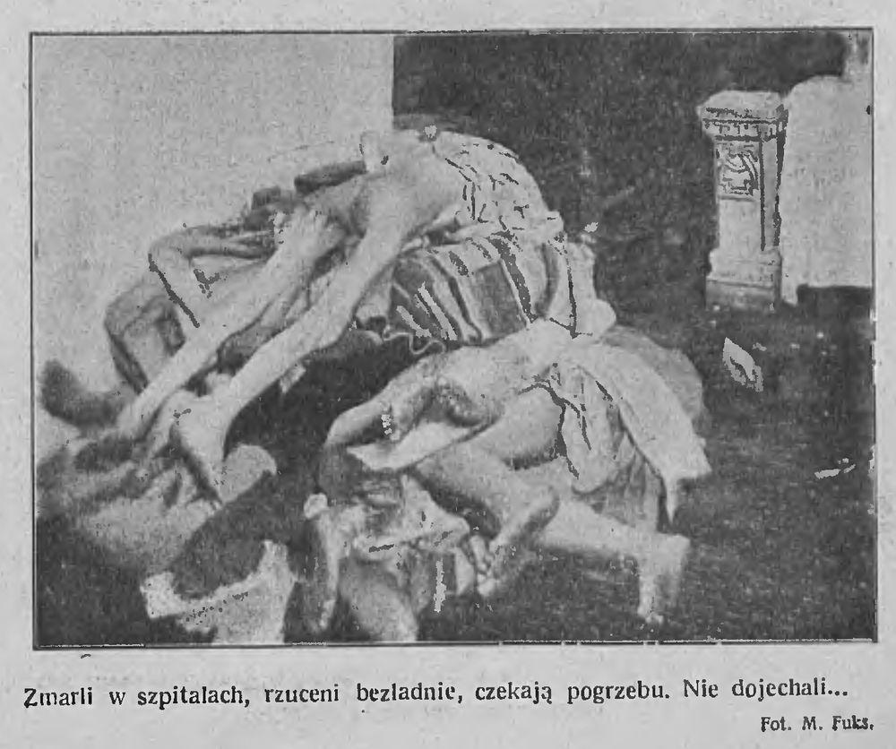 Памерлыя ў шпіталях, зваленыя бязладна, чакаюць пахавання. Не даехалі... . Фота: Tygodnik Illustrowany, 1922, №6