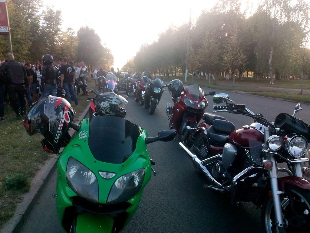 Колонна мотоциклистов проехала по улицам города. Фото: Анна РОМАНОВА-КОЛОСОВСКАЯ