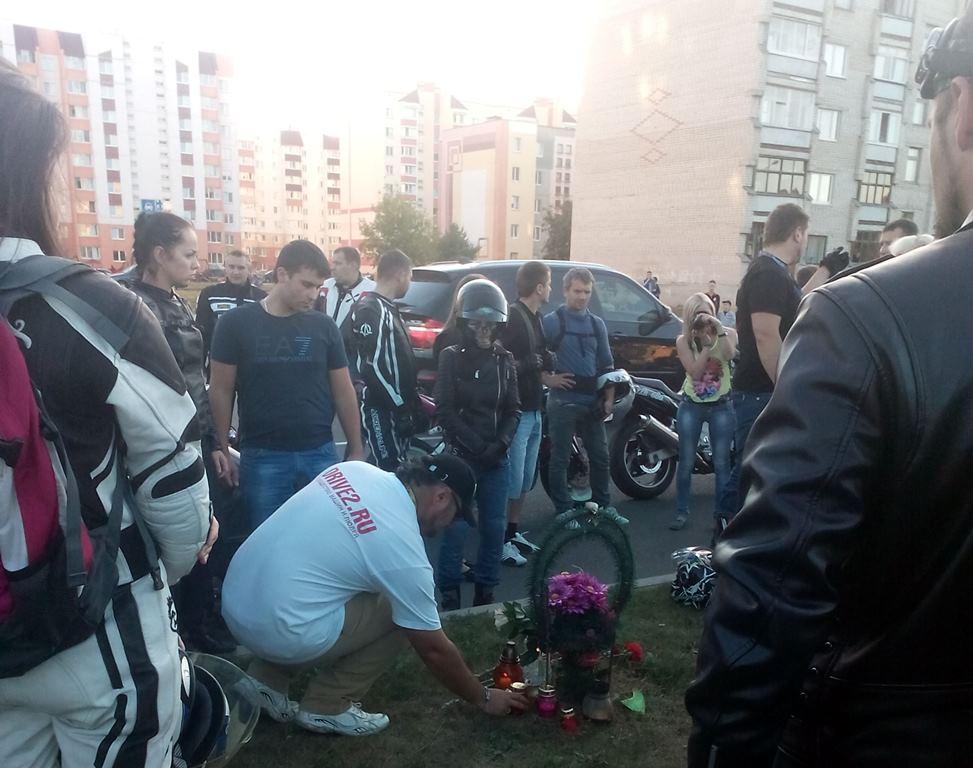 Мотоциклистов в День памяти поддержали автомобилисты города. Фото: Анна РОМАНОВА-КОЛОСОВСКАЯ
