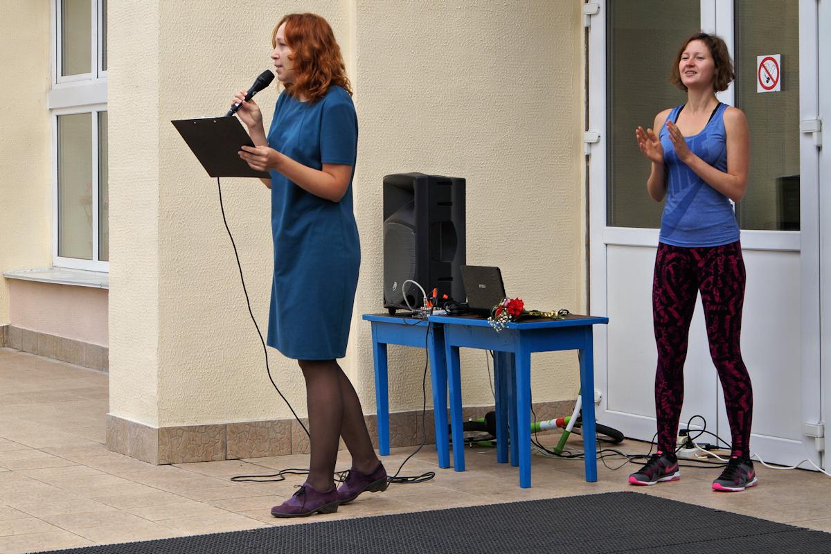 Руководитель проекта Детская площадка Евгения Крымская выступила в роли ведущей мероприятия.