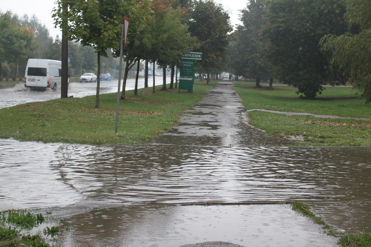 Улица Парковая во время дождя. Фото: Татьяна МАЛЕЖ.