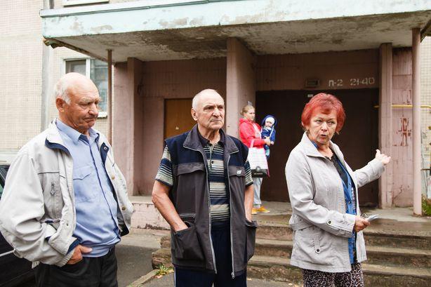 В ЖЭСе отказываются решать проблему и советуют писать Лукашенко. Фото: Александр КОРОБ.
