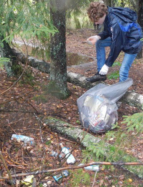 Участники мероприятия собрали около 500 л мусора. Фото: Владимир ЗУЕВ