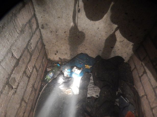 Неработающий житель Барановичского района жил в подвале многоэтажки. Фото: Барановичский ГРОЧС