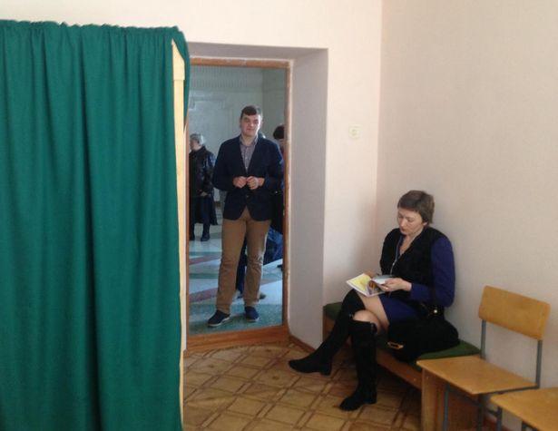 Студенты БарГУ активно голосуют досрочно. Фото: Макар МАЛИНОВСКИЙ